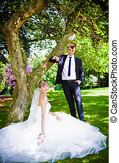 felice, sposa sposo, in, uno, parco