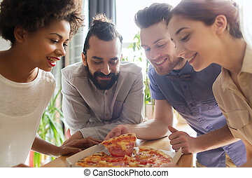 felice, squadra affari, consumo pizza, in, ufficio