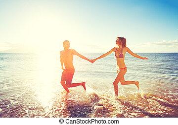 felice, tramonto, coppia, spiaggia