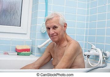 felice, uomo senior, bagno