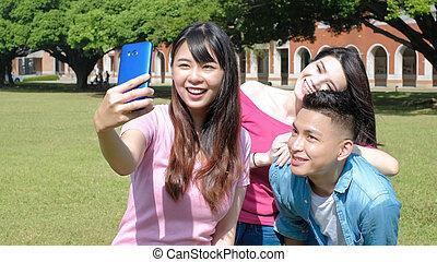 felicemente, selfie, studente