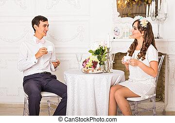felicidad, y, sano, relación, concept., atractivo, pareja, té de bebida, o, café, juntos, en casa