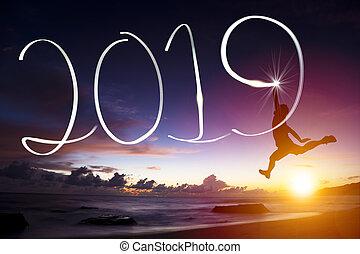 feliz año nuevo, 2019., hombre saltar, y, dibujo, en, playa