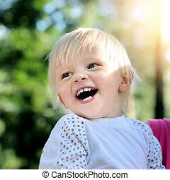 feliz, al aire libre, niño
