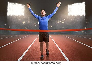 feliz, asiático, atleta, corrida homem, para, linha acabamento