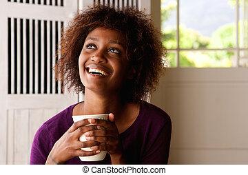 feliz, café, mujer, joven, taza