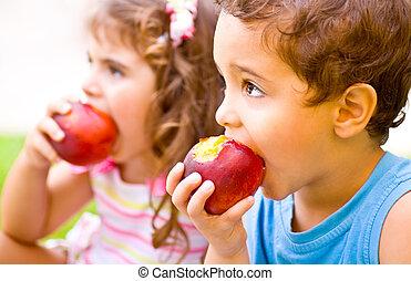 feliz, comendo maçã, crianças