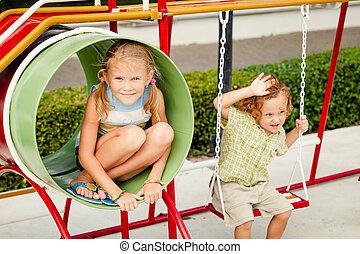 feliz, crianças, dois, pátio recreio