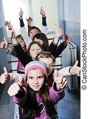 feliz, crianças, grupo, em, escola