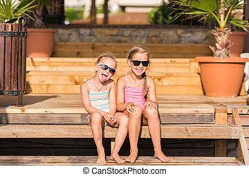 feliz, crianças, praia