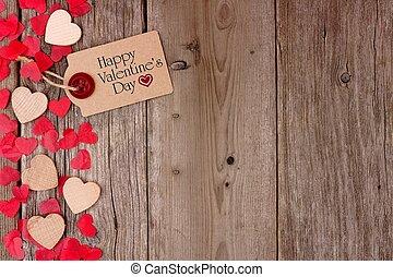 feliz, día de valentines, etiqueta de obsequio, con, dispersado, de madera, corazones, y, confeti, lado, frontera, en, un, rústico, madera, plano de fondo