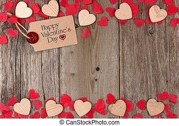 feliz, día de valentines, etiqueta de obsequio, con, dispersado, de madera, corazones, y, confeti, doble, frontera, en, un, rústico, madera, plano de fondo
