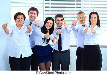 feliz, equipo negocio, con, pulgares arriba, en, la oficina
