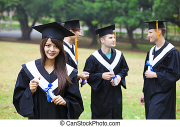 feliz, estudantes, em, vestidos graduação, ligado, campus universidade
