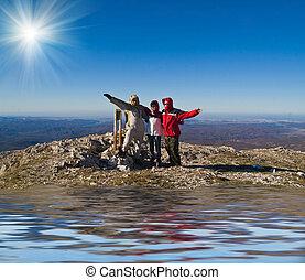 feliz, excursionistas, en, monte, cumbre