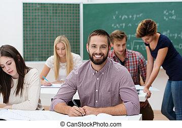 feliz, exitoso, estudiante masculino