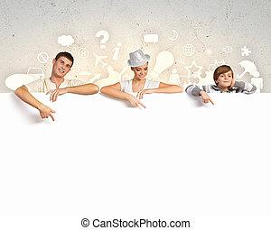feliz, família jovem, com, em branco, bandeira