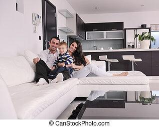 feliz, família jovem, divirta, casa