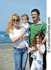 feliz, família jovem, divirta, ligado, praia