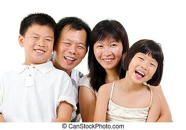 feliz, familia asiática