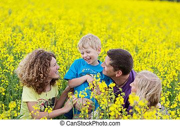 feliz, familiy, en, campo agrícola