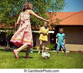 feliz, futebol, jardim, família, tocando