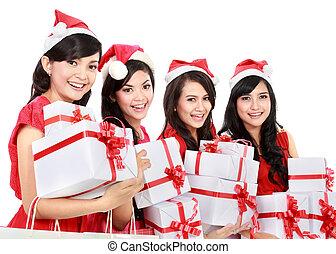 feliz, gente divertida, con, navidad, santa sombrero, tenencia, cajas del regalo