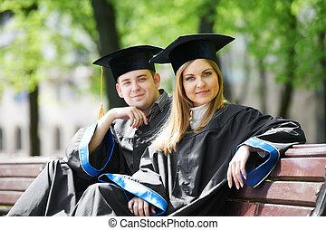 feliz, graduado, estudantes, ao ar livre