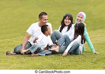 feliz, grande, familia , en el parque