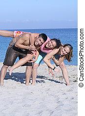 feliz, grupo crianças, ou, adolescentes, ligado, ruptura mola, em, praia