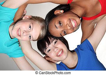 feliz, grupo, huddle, por, raça misturada, estudante, meninas