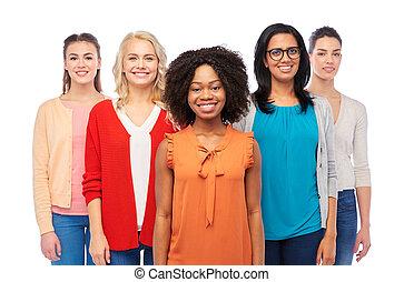 feliz, grupo, mujeres, internacional, sonriente
