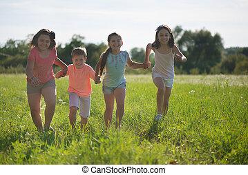 feliz, grupo, tocando, crianças