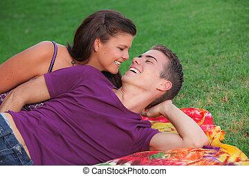 feliz, healhty, par jovem, ao ar livre, conceito, para, fresco, respiração