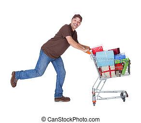 feliz, hombre, con, carro de compras