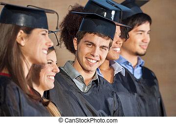 feliz, hombre estar de pie, con, estudiantes, en, día de...