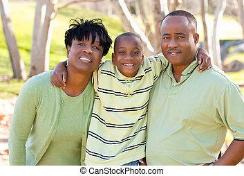 feliz, homem americano africano, mulher criança