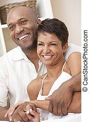 feliz, homem americano africano, &, mulher, par