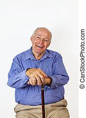 feliz, homem idoso, sentar numa cadeira