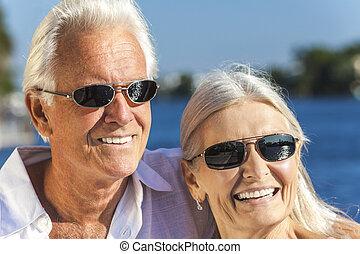 feliz, homem sênior, mulher, par, tropicais, mar