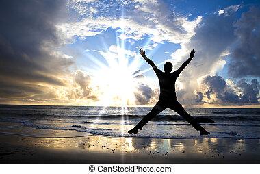 feliz, homem saltando, praia, com, bonito, amanhecer