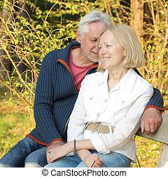 feliz, idoso, seniores, par, parque
