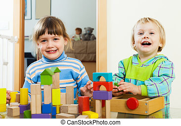 feliz, jogar crianças, com, blocos, em, lar
