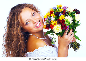 feliz, jovem, mulher sorridente, com, grupo flores
