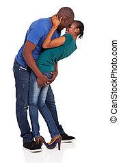 feliz, jovem, par americano africano, flertar