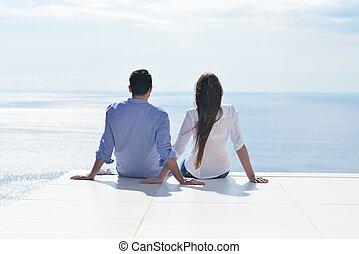 feliz, jovem, par romântico, divirta, relaxe