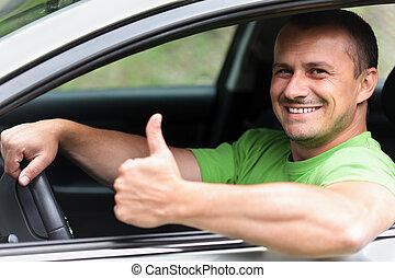 feliz, joven, con, coche nuevo