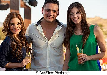 feliz, latim, amigos, tendo, bebidas