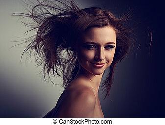 feliz, luminoso, maquilagem, amavelmente, feiticeira, com, expressão, vampiro, olhar, e, vento, cabelo longo, ligado, escuro, experiência., closeup, portrait.