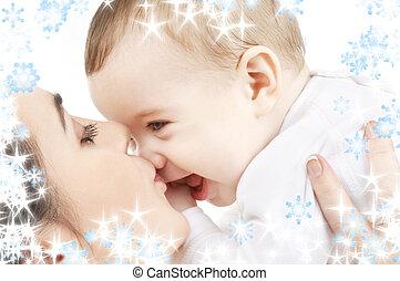 feliz, mãe, beijando, menino bebê